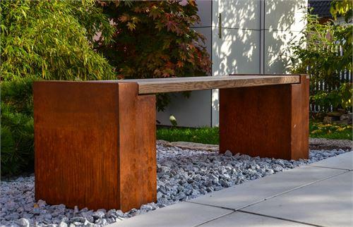 Handgefertigte Sitzbank mit Sitzfläche aus Thermoesche.